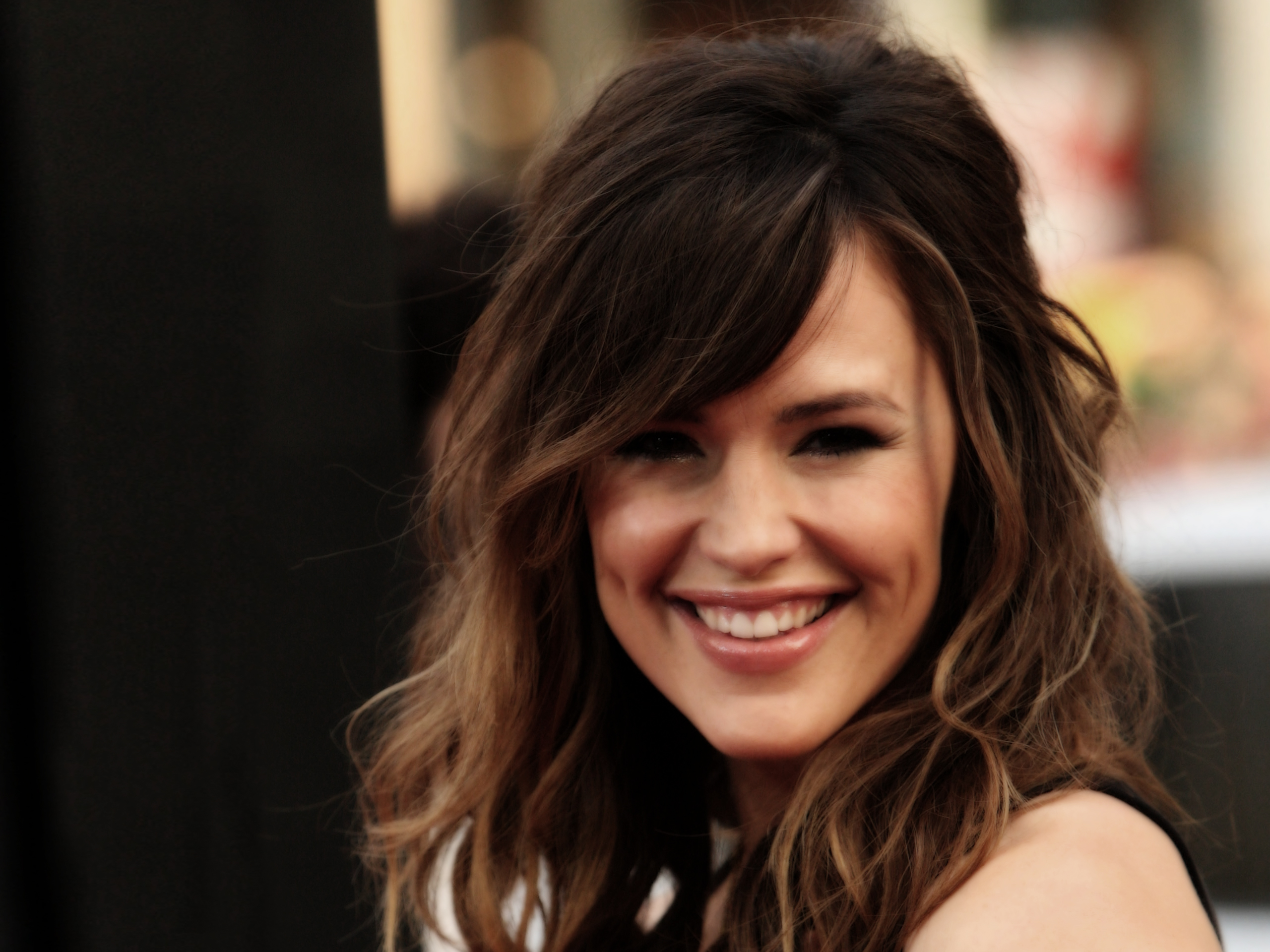 http://im07.thewallpapers.org/photo/28379/2-Jennifer-garner-001.jpg